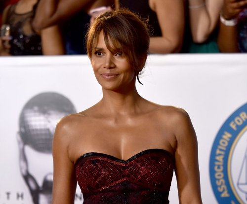 Halle Berry goes sheer at 2018 NAACP Image Awards