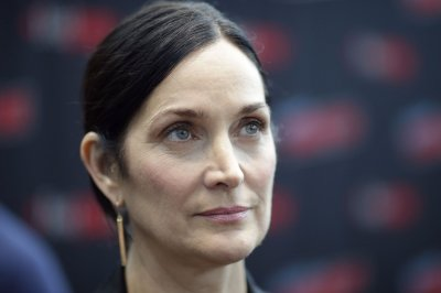 Carrie-Anne Moss plays 'momager' in Season 2 of 'Tell Me a Story'