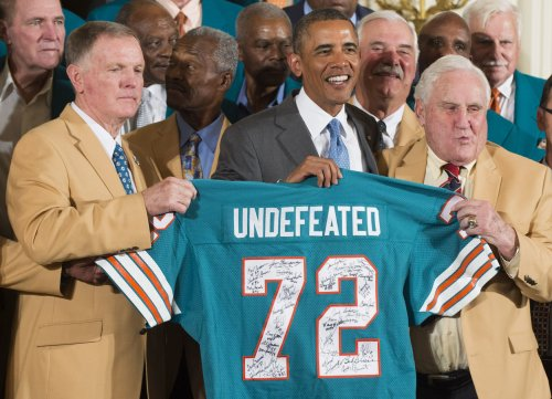 Obama welcomes '72 Dolphins to the White House