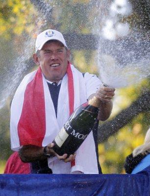 Westwood, Oosthuizen tie for WGC lead
