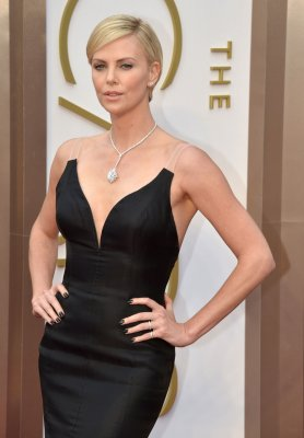 Charlize Theron not engaged to Sean Penn 'yet'