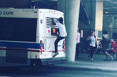 Man rides atop Chicago bus 'like a boss' while smoking