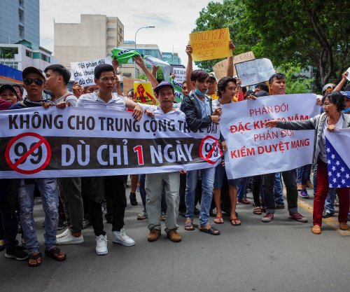 Vietnamese police arrest 100 over anti-China protests