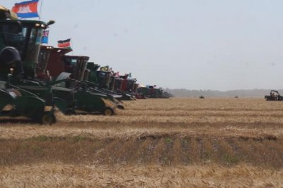 Combine harvesters break Guinness record in Canada