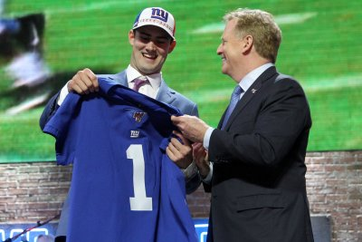 Giants' Evan Engram praises rookie QB Daniel Jones for picking up playbook