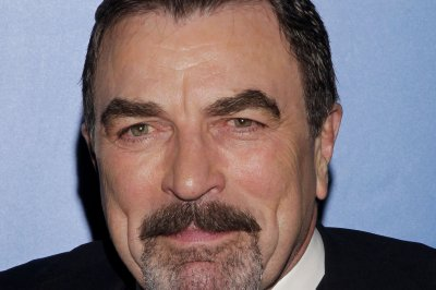 Tom Selleck leaves $2,020 tip on a $205 bill at NYC restaurant