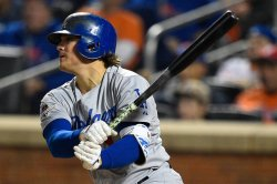 Boston Red Sox signing Enrique Hernandez to 2-year deal
