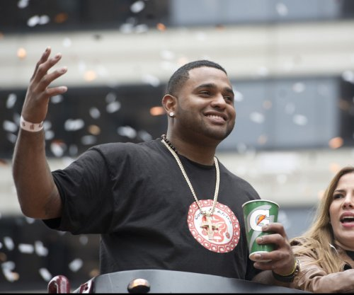 Pablo Sandoval's shoulder to be re-examined in two weeks