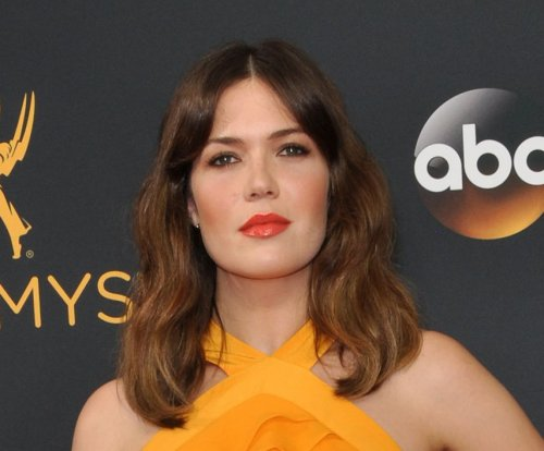 Mandy Moore on Wilmer Valderrama dating Minka Kelly: 'It's not weird'