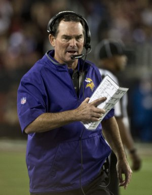 Minnesota Vikings coach Mike Zimmer to miss OTAs after eighth eye surgery