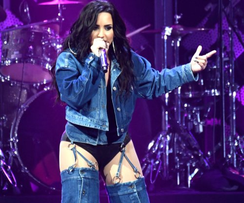 Demi Lovato kisses Kehlani during 'sexy' moment onstage