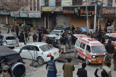 Suicide bomber kills eight in Pakistan