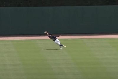 Detroit Tigers' Derek Hill makes Willie Mays-style catch