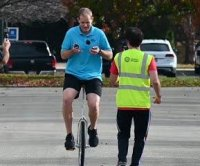 Unicyclist completes 450 juggling catches in 1 minute for new record