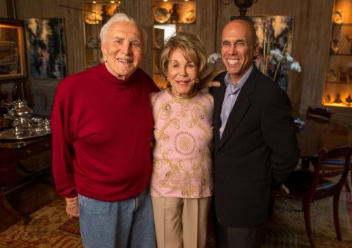 Kirk Douglas donates $20M to entertainment industry charity