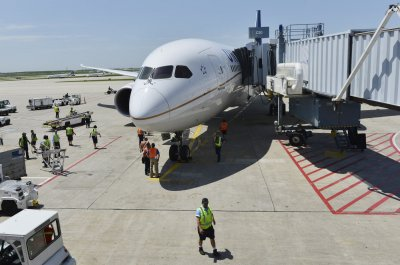 Fire halts flights at Chicago airports