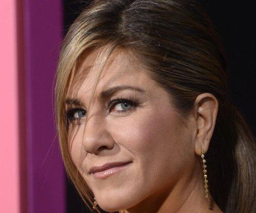 Jennifer Aniston, Lisa Kudrow play 'Celebrity Curse Off' on 'Jimmy Kimmel Live'