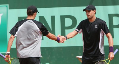 U.S. beats France in Davis Cup doubles