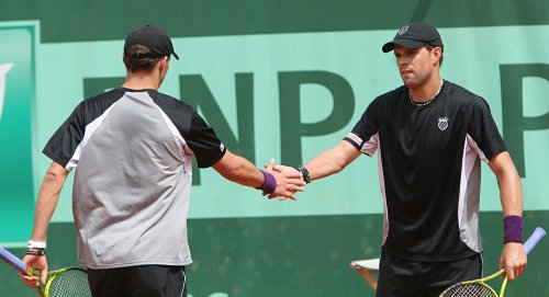U.S. beats France in Davis Cup doubles