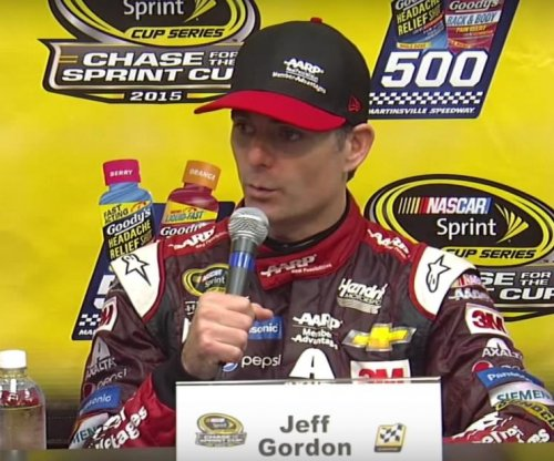 Jeff Gordon takes Martinsville race amid Joey Logano-Matt Kenseth beef
