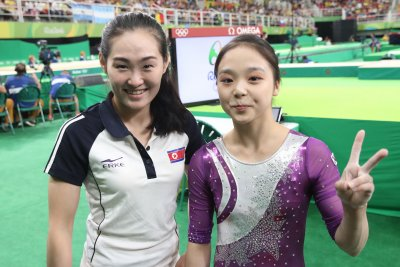 Athletes of North, South Korea show friendlier side during Rio Olympics