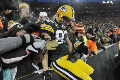 Green Bay Packers' Jordy Nelson leaves game with injury