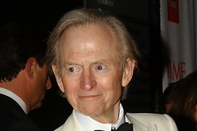 Best-selling author Tom Wolfe dies at 88