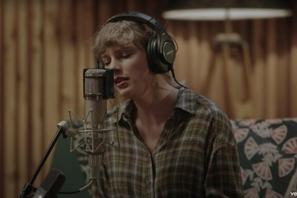 Taylor Swift, Bon Iver perform `Exile` in `Studio...