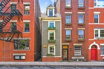Boston's 'Skinny House' sells for $1.25M