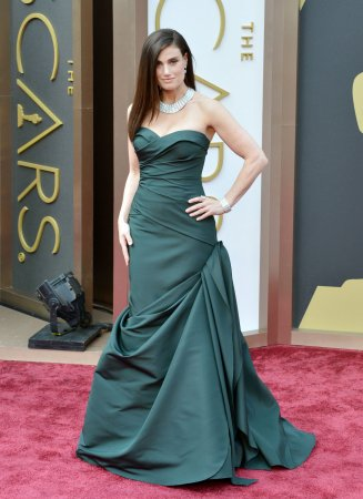Idina Menzel: John Travolta's Oscar flub 'threw me for like eight seconds'
