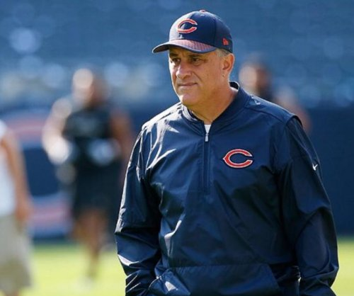 Report: Chicago Bears to re-sign Vic Fangio as DC