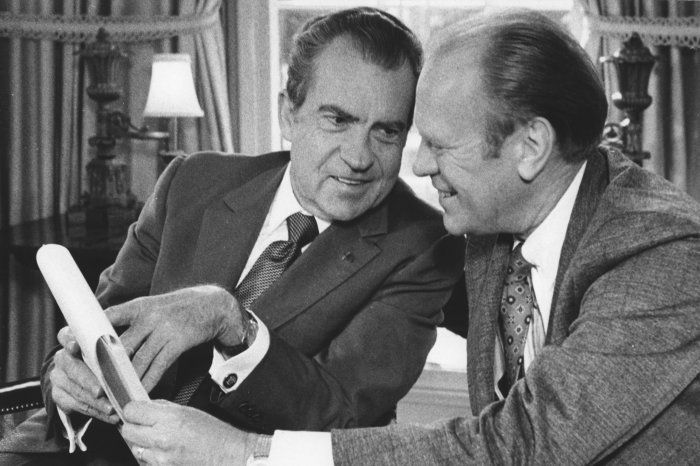 On This Day: Nixon assures reporters he's 'not a crook'