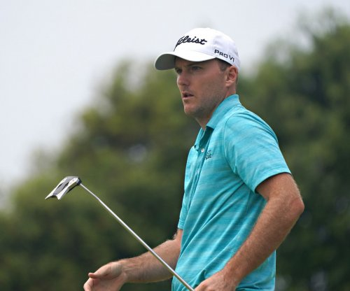Hughes, Oosthuizen, Henley share lead entering final round at U.S. Open