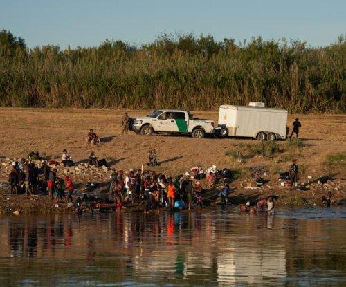 Border Patrol temporarily suspends use of horses in Del Rio, Texas