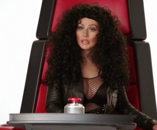 Christina Aguilera imitates Cher, Miley Cyrus and other pop divas
