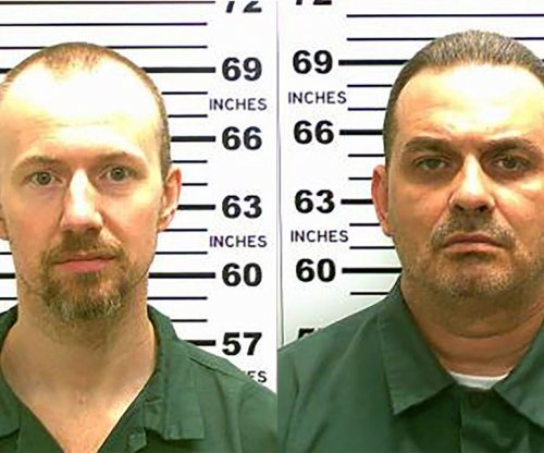 Escaped killers: Scent picked up near prison by bloodhounds