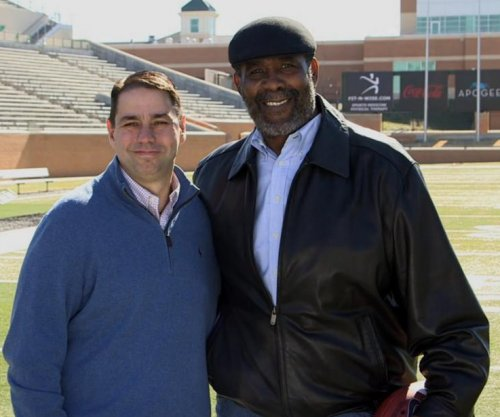 'Mean' Joe Greene reunited with commercial co-star
