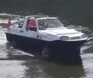 Amphibious car makes unexpected exit from River Thames