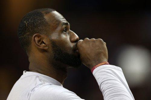 LeBron James makes insane block on Giannis Antetokounmpo