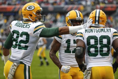 Green Bay Packers hold off Chicago Bears, snap losing streak