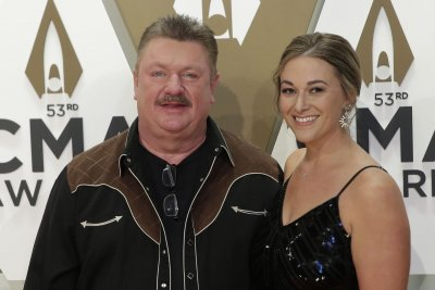 Singer Joe Diffie, CBS journalist Maria Mercader die of coronavirus