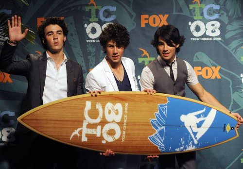 Jonas Brothers win big at Teen Choice