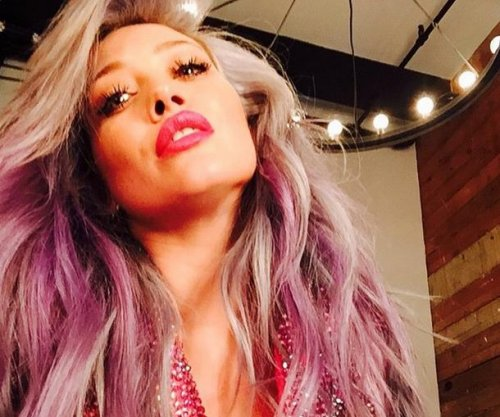 Hilary Duff goes pink, hints at new music video