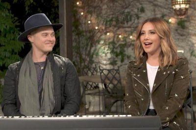 'High School Musical' stars Ashley Tisdale, Lucas Grabeel reunite for song