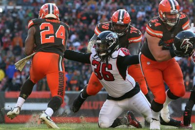 Cleveland Browns re-sign OL Greg Robinson, release wide receiver