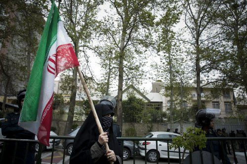 Iran shrugs off steep dive in oil prices
