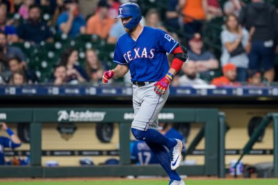 Rangers' Hunter Pence hits inside-the-park homer vs. Red Sox