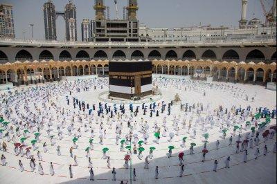 Hajj pilgrimage begins in Saudi Arabia with limits on crowds