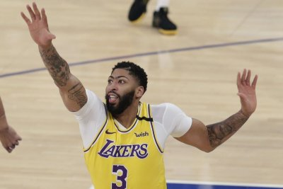 NBA playoffs: Davis leads Lakers to bounce-back win over Blazers