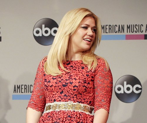 Kelly Clarkson details difficult pregnancy: 'it's really bad'
